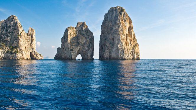 Faraglioni Rocks - Capri Tour
