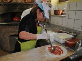 Gastronomic tour from Sorrento pizza making