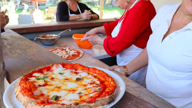 Pizza making in Sorrento - Food tour