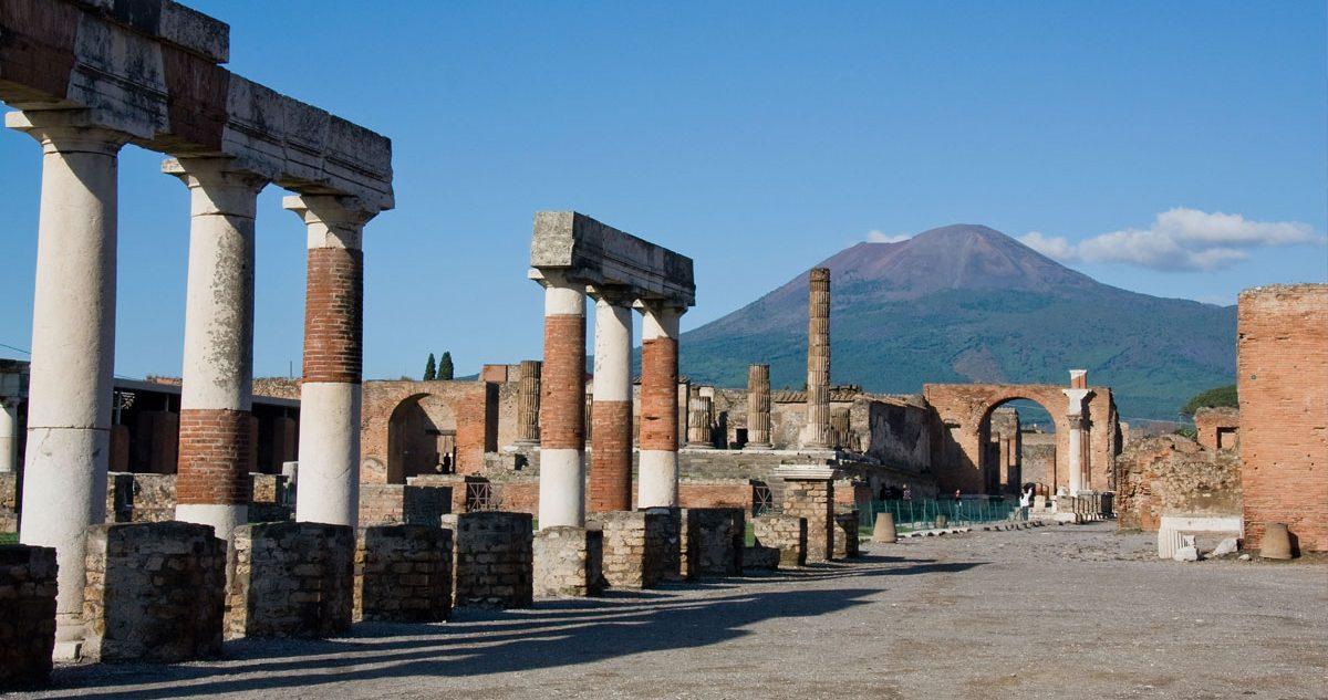 Tour Pompeii, Herculaneum and Vesuvius from Naples